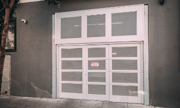 Fire rated glass panel door entrance